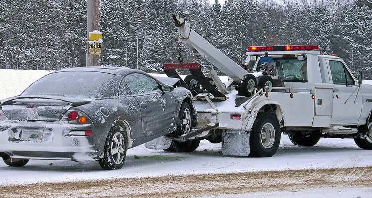 How Professional Tow Truck Drivers Ensure Safe Winter Towing
