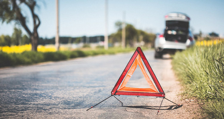 Top 5 Things To Avoid While Waiting For Roadside Assistance